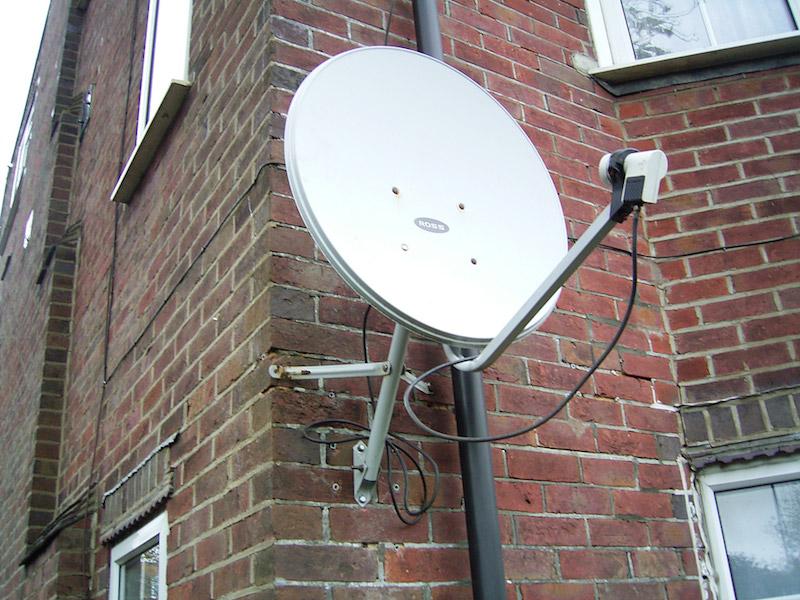 Satellitenschüssel mit LNB