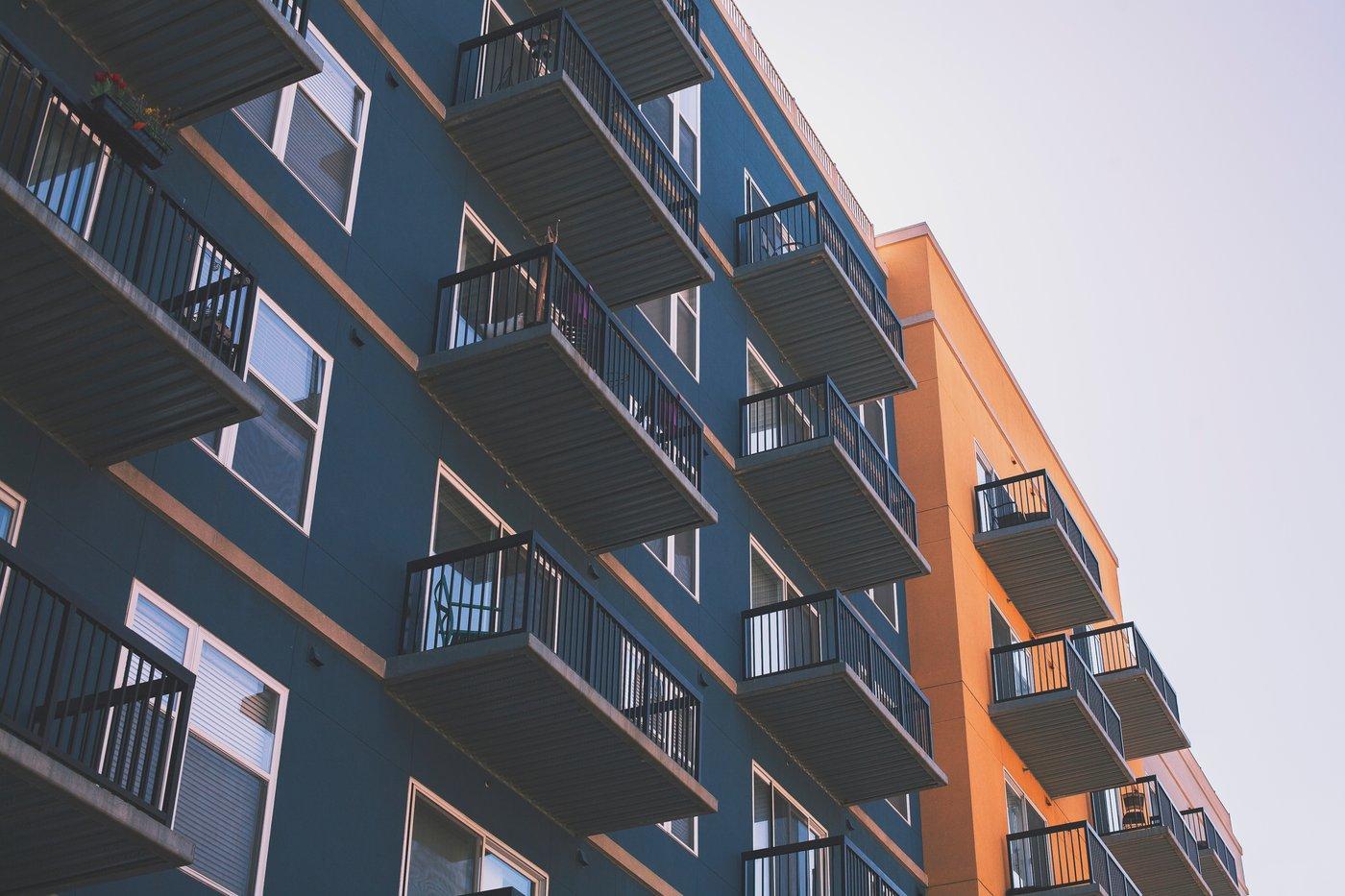 Satellitenschüsseln für den Balkon