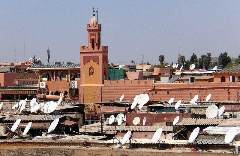 Satschüsseln auf Flachdächern